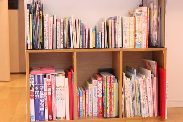 カラーボックスの本棚